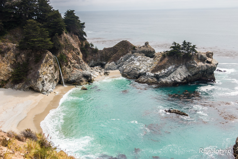 Les McWay Falls au Julia Pfeiffer Burns State park, le long de la Highway 1 en Californie
