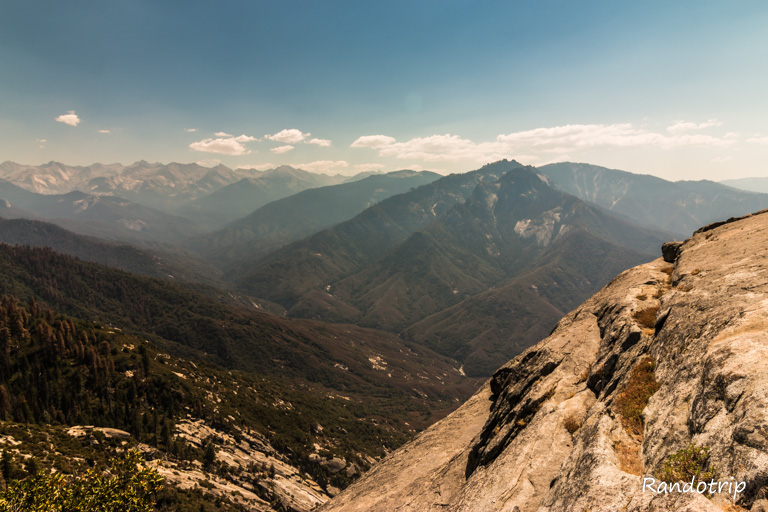 Point de vue depuis Moro Rock sur Sequoia National Park
