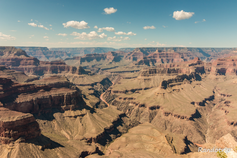 Point de vue sur le Grand Canyon et le colorado en Arizona aux Etats-Unis