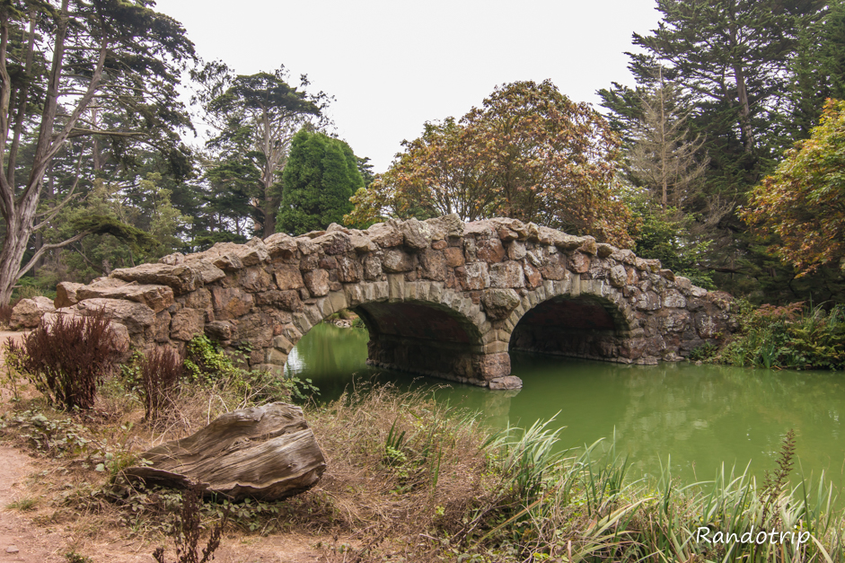 Pont près de Stow Lake au Golden Gate Park à San Francisco
