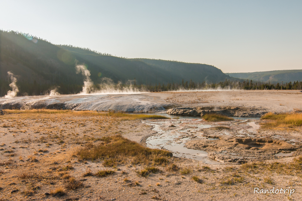 La partie Black Sand Basin de Yellowstone dans le Wyoming