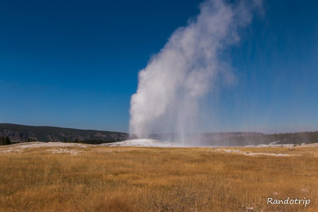 Le geyser Old Faithful à Yellowstone dans le Wyoming