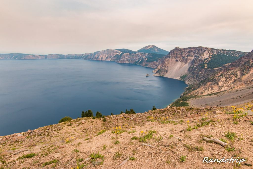 Descente du Garfield Peak à Crater Lake dans l'Oregon