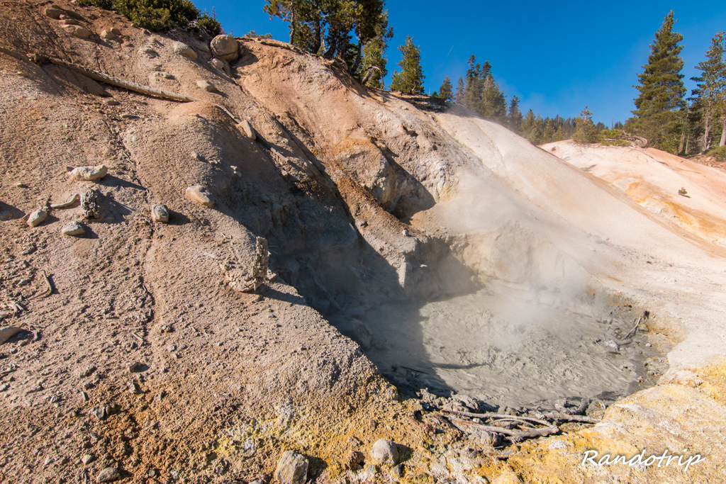 La zone de Sulphur Works au Lassen Volcanic National Park en Californie