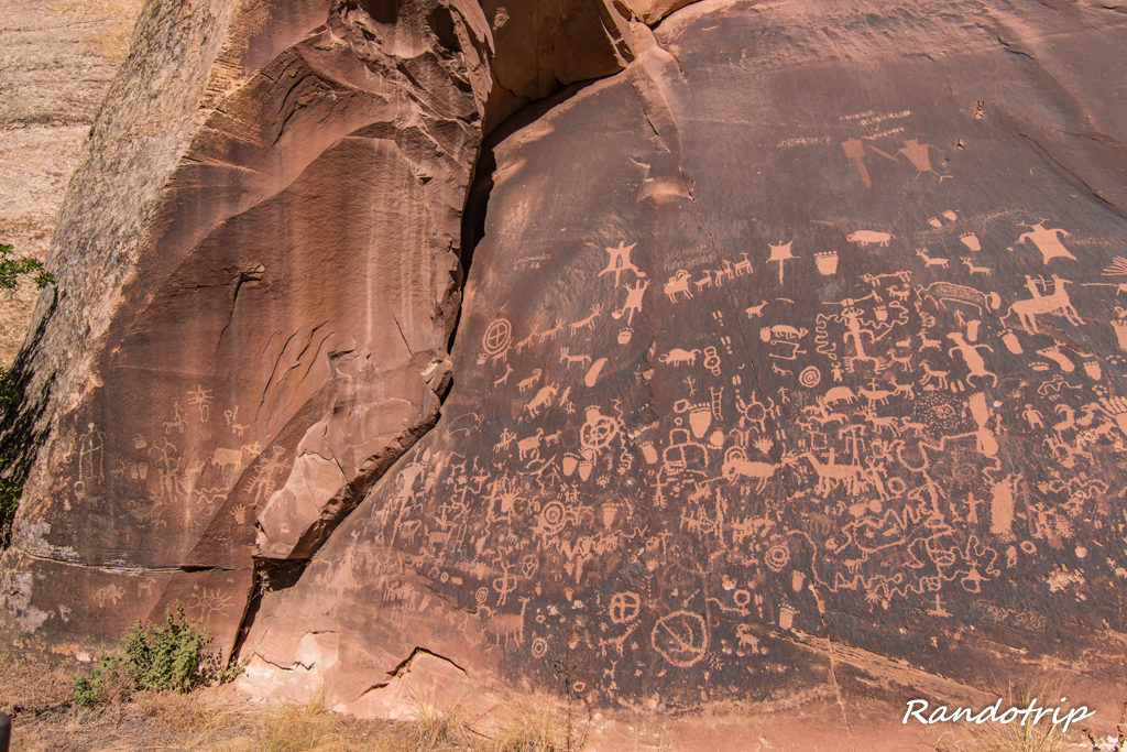 Newspaper Rock dans Canyonlands-The Needles en Utah